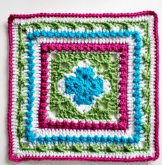 English Garden Inspired Granny Square | Created with the bubbling central fountains and neat rows of roses from English gardens in mind, this crochet granny square will be the perfect project for those nature lovers and Anglophiles out there.