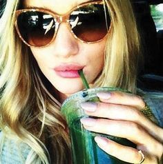 The Green Juice Detox Diet: Flush out toxins like Rosie Huntington-Whiteley - Life News Smoothie Bar, Raspberry Smoothie, Green Smoothie Recipes, Green Smoothies, Juice Recipes, Soup Recipes, Free Recipes, Juice Diet, Juice Cleanse
