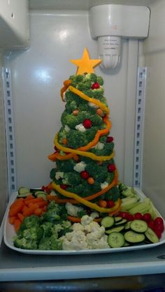 gourmet christmas veggie tree find some dips on soscuisine website