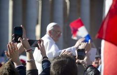 Rome's mayor 'touched' by Pope's simplicity :: Catholic News Agency (CNA)