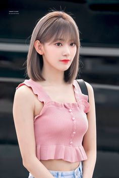 Cute Japanese Girl, Japanese Girl Group, Korean Short Hair, Korean Girl, Medium Hair Styles, Short Hair Styles, Sakura Miyawaki, Corte Y Color, Girl Short Hair