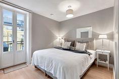 (12) FINN – TOPPLEILIGHET FROGNER- Lys og pen 5-roms selveierleilighet på 155kvm - 2 balkonger - 2 bad - 3 sov - fantastisk utsikt.
