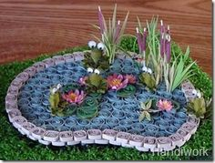 Frog pond quilling - pics only/no instructions