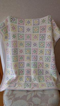 Crochet Applique Patterns Free, Crochet Bedspread Pattern, Granny Square Crochet Pattern, Crochet Blanket Patterns, Crochet Cushion Cover, Crochet Cushions, Crochet Yarn, Baby Kind, Baby Blanket Crochet