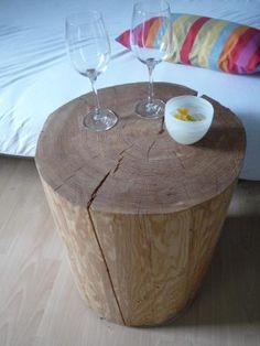 Holzblock als Beistelltisch