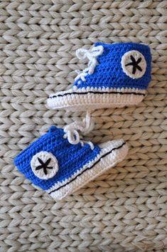 VIRKKASIN: OHJE vauvan virkatut Converse tossut Knit Crochet, Crochet Hats, Diy And Crafts, Converse, Beanie, Knitting, Crocheting, Knitting Hats, Crochet
