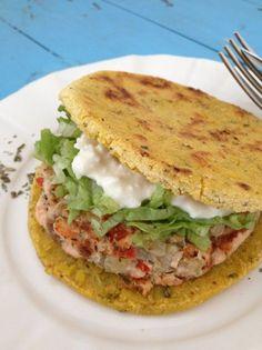 Receta de Arepas de maíz tradicionales en su versión más saludable | Sabores y Colores con Beth. Recipe Arepas of maize from Colombia and Venezuela, healthy food.
