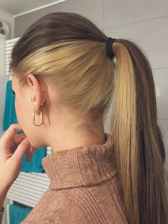 Under Hair Dye, Under Hair Color, Two Color Hair, Half Dyed Hair, Split Dyed Hair, Hair Color Streaks, Hair Dye Colors, Hair Color Underneath, Aesthetic Hair