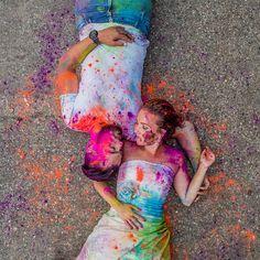 Een trash the dress shoot met kleurpoeder is letterlijk de bom! Couple Shoot, Couples, Pictures, Wedding, Dresses, Style, Fashion, Photos, Valentines Day Weddings