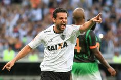 hhttp://hojeemdia.com.br/esportes/hat-trick-e-assist%C3%AAncia-fred-leva-bola-do-jogo-para-casa-e-atinge-marca-de-40-gols-no-mineiro-1.447175  Hat-trick e assistência: Fred leva bola do jogo para casa e atinge marca de 40 gols no Mineiro
