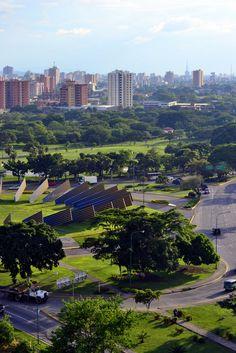 Monumento al Sol. Barquisimeto, Venezuela. Av Los Leones con Av Libertador, Este de la ciudad