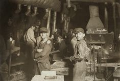 Lewis Hine, Midnight at the Glassworks, 1908, Indiana.