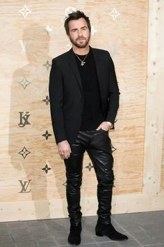 Justin Theroux http://www.99wtf.net/young-style/urban-style/mens-denim-shirt-urban-fashion-2016/