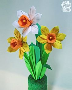 I am Istvan from Hungary, origami enthusiast. If you ask me, origami is pure awesome. Origami Lily, Origami Cube, Modular Origami, Origami Flowers, Small Christmas Trees, Christmas Holidays, Colored Copy Paper, Origami Ornaments, Going Away Parties