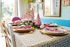 Decoración de la mesa de navidad en color rosa