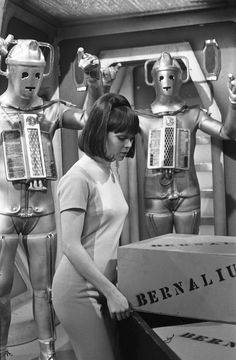 Zoe (Wendy Padbury), companion to the Second Doctor, surrounded by Cybermen, Wendy Padbury, Doctor Who Companions, Classic Doctor Who, Second Doctor, Sci Fi Tv, Thing 1, Dalek, Science Fiction Art, Book Projects