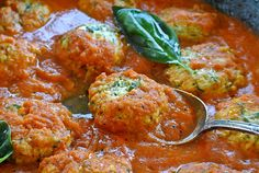 Ricotta Dumplings with Fresh Tomato Sugo (Gnudi al Sugo Fresco) I will definitely be trying this one Dumplings, Italian Dishes, Italian Table, Italian Foods, Italian Cooking, How To Cook Pasta, Pasta Dishes, Pasta Sauces, A Food
