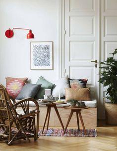 Opter pour des luminaires muraux dans un petit salon