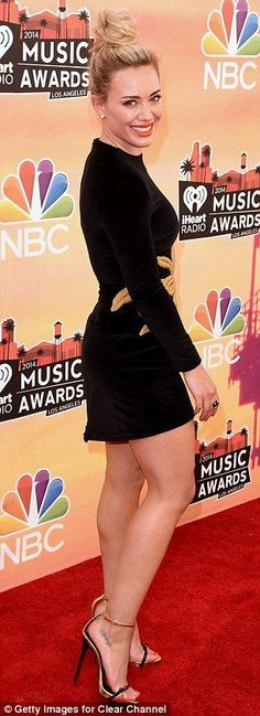 Hilary Duff ♦by Alwaraky♦con  tacones de 15cm.