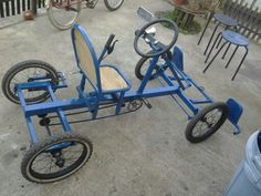 Auto a pedales hecho en casa! Go Kart Steering, 4 Wheel Bicycle, Kart Cross, Soap Box Cars, Bicycle Sidecar, Car Shelter, Diy Go Kart, Barrel Projects, Cargo Bike