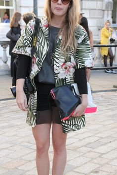 Jungle print & a neon flash clutch #streetstyle #fashion
