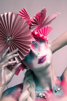 My avant-garde Rosé photoshoot. I love making headpieces and accessories to augment the entire look. What do you guys think? Mode Origami, Loose Pigments, Creative Portraits, Makeup Art, Paper Makeup, Creative Makeup, Photoshoot Inspiration, Face Art, Makeup Addict