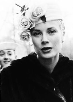 Roses in Black and White with Grace Kelly Hollywood Glamour, Classic Hollywood, Old Hollywood, Look Vintage, Vintage Beauty, Vintage Hats, Classic Beauty, Timeless Beauty, Classic Elegance
