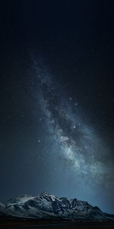 Amazing Space Wallpaper Here are the best screen murals you can use on your phone. Wallpaper S8, Night Sky Wallpaper, Phone Wallpaper Images, Phone Screen Wallpaper, Wallpaper Space, Scenery Wallpaper, Iphone Background Wallpaper, Aesthetic Iphone Wallpaper, Nature Wallpaper