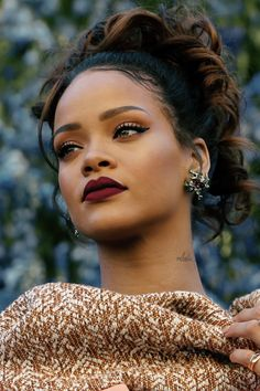 Rihanna + dior fashion show + fall makeup