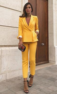 Yellow suit Yellow Pants Outfit, Yellow Suit, Mellow Yellow, Fall Fashion Outfits, Suit Fashion, Womens Fashion, Corporate Women, Suits For Women, Clothes For Women