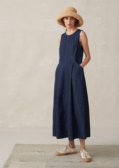 Essential Buying Guide for your Summer Minimalist Capsule Wardrobe Summer Minimalist, Minimalist Fashion, Minimalist Dresses, Mode Outfits, Fashion Outfits, Womens Fashion, Linen Dresses, Denim Dresses, Mode Vintage