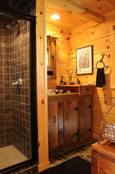 Rustic bathrooms are ideal for people who want to offer their toilet a rough, down-home feel. A rustic toilet could have an eclectic and mismatched feel. Rustic Cabin Bathroom, Log Cabin Bathrooms, Rustic Bathrooms, Rustic Toilets, Powder Room Decor, Brown Bathroom, Little Cabin, Tiny House Cabin, Log Homes