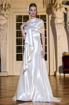 This is pure glamour - a floating wedding dress by MONICA SANTANA - collection 2013