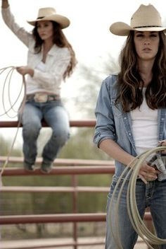 Roping in jeans Sexy Cowgirl, Cowgirl And Horse, Cowgirl Chic, Cowgirl Hats, Cowgirl Style, Western Style, Western Girl, Western Wear, Cowgirl Outfits For Women