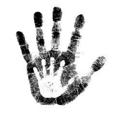 Impresión de huella de la mano de un niño, sobre la huella de la mano de un adulto. Foto de archivo.