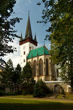 Spišký Štvrtok. - St. Ladislaus Church is Catholic, Gothic abbey church with Romanesque elements of 13th century. In 1473 was added in Zapolsky ´s chapel, in the concept of the royal funeral chapel Sainte Chapelle in Paris. The image of the Virgin Mary on the Gothic altar was created around 1450 by Norimberg painter from the range of school of Albrecht Durer.