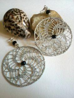 orecchini pendenti a cerchio a uncinetto  argento di L'Alabastro Creazioni su DaWanda.com