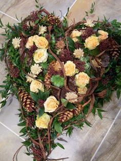 Bildergebnis für kränze für allerheiligen Funeral Flower Arrangements, Funeral Flowers, Wedding Flowers, Xmas Wreaths, Grapevine Wreath, Casket Sprays, Easter Holidays, Wreath Tutorial, Ikebana