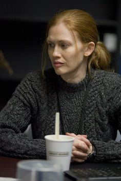 Still of Mireille Enos in The Killing - but this time i'm pointing at the pullover, i really like it!