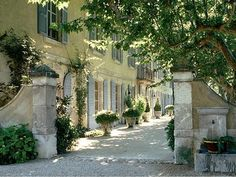habitually chic finds the loviest places. 18th century farmhouse in Provence France from UK house and garden
