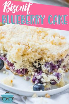 Easy Biscuit Blueberry Cake is made with biscuit mix, fresh blueberries and is all topped off with a delicious homemade crumb topping! Blueberry Biscuits, Blueberry Cake, Blueberry Recipes, Biscuit Mix, Biscuit Cake, Dessert Biscuits, Easy Cake Recipes, Dessert Recipes, Desserts