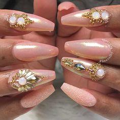 "3,218 Likes, 44 Comments - ˢᴬᴺᴰᵞ ᴸᴱ〰ᴳᵁᶜᶜᴵ_ᶠᴵᴵᴺᴬ (@fiina_naillounge) on Instagram: ""Nails by MIKA 💕  @fiina_mikanails @fiina_mikanails #melformakeup #hudabeauty #fiina_naillounge…"""