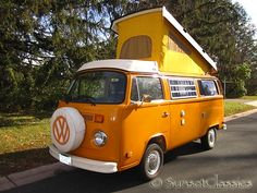 1977 VW Westfalia Camper Bus for sale by Sunset Classics. A lot of work has gone into this beautiful and fully functional Westfalia Bus Volkswagen Transporter, Volkswagen Bus, Vw T1, T3 Camper, Camper Life, Buses For Sale, Combi Vw, Cute Cars, Road Trip Usa