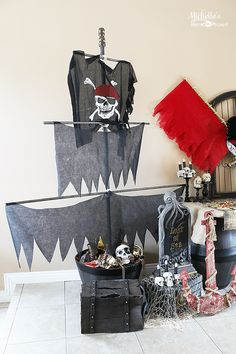 dead men tell no tales pirate party - pirate ship mast Pirate Party Decorations, Pirate Decor, Pirate Theme, Party Themes, Pirate Party Centerpieces, Pirate Crafts, Party Ideas, Theme Parties, Deco Pirate