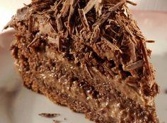 Receita de Torta Nega Maluca - 3 ovos, 1 e 1/2 xícara (chá) de açúcar, 1/2 xícara (chá) de óleo, 1/2 xícara (chá) de água, 2 e 1/2 xícaras (chá) de farinha d...