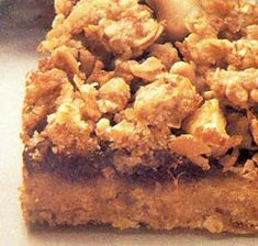 An old-fashioned date squares recipe for classic, homemade date squares, just like grandma used to make Date Granola Bars, Date Bars, Lord Byron, Yummy Treats, Sweet Treats, Yummy Food, Shortbread, Raw Desserts, Dessert Recipes
