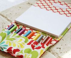 Pad of paper and marker holder. This would be great for the diaper bag!