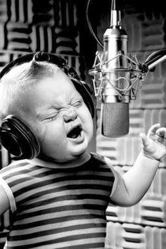 A mi me gusta cantar en enero.