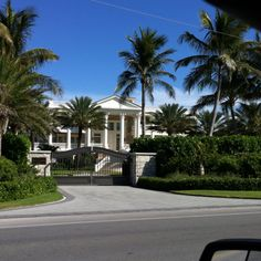 Sanibel Florida.   Love this house! I could live here!