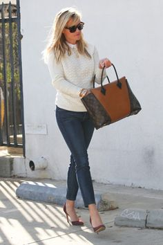 Reese Witherspoon Steps Out in a Casual Chic Ensemble After Gushing About Her Children on 'Today'! Reese Witherspoon, showed off her flawless style while running errands in LA on Wednesday, Jan. 7 after opening up about. Diva Fashion, Cute Fashion, Fashion Outfits, Fashion Hats, Reese Witherspoon Style, Preppy Style, My Style, Work Wardrobe, Casual Chic